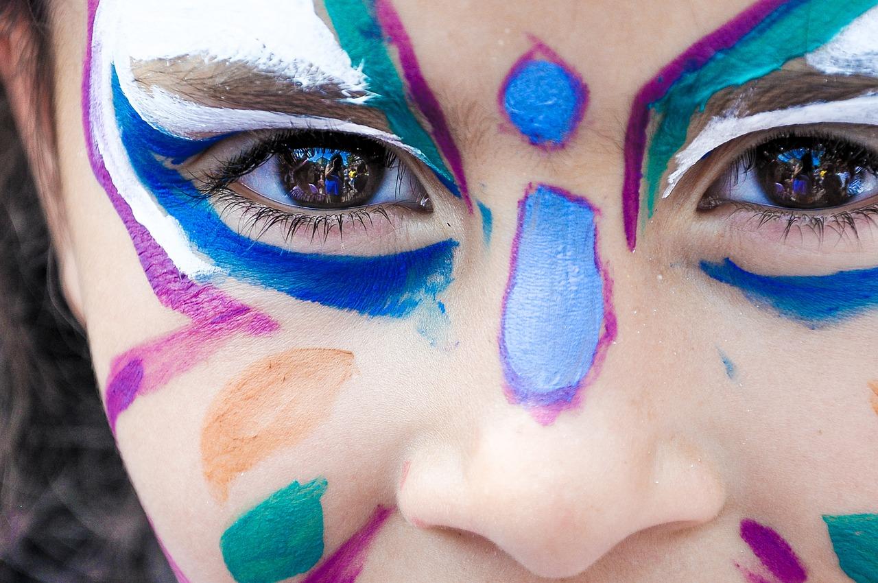 makeup-1909386_1280